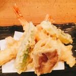 71165847 - 天ぷらは大ぶりの海老2尾とオクラ、ズッキーニ、椎茸に蓮根でした(^^)