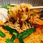 サナギ  - スタンダードなちぢれ麺!