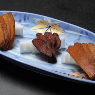 商標登録済の自家製【ぶりのカラスミ】は、3つの味が楽しめる◎