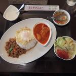ポム タイ料理 - ランチセットには野菜サラダとタピオカココナツとスープが付いてきたが、スープの人参の火の通り具合がイマイチだった