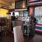 ポム タイ料理 - 店内厨房側