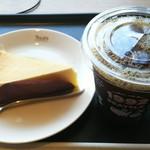 タリーズコーヒー - アイスコーヒー(T) 370円、クラシックNYケーキ 400円
