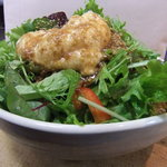 粋心亭 - サラダはすべて大ボリューム!!写真はじゃこと山芋の韓国風サラダ。韓国海苔と山芋の独特な風味