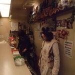 Rire - 屋台スタイルのカウンター店です。 外から丸見え