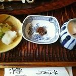 そばきり 萬屋町 助六 - 円空の方の薬味。ねぎ・おろし、八丁味噌、岩塩