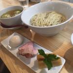 くろ松 - 特級白醤油つけ麺 950円