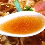 夜須製麺所 - 醤油らぁめんのスープ