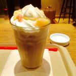 カフェ ソラーレ - フローズンピーチミルクティー500円