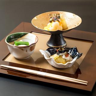 料理人がもてなす季節の会席コースは25品12000円~ご用意