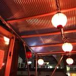 てっちゃん - てっちゃんのトレードマークの赤い提灯