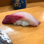 榮寿司 - 鰤の握り