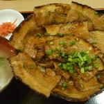 豚丼 黄金豚 - 豚丼(中盛)税込780円