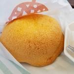 71180491 - メロンあんパン赤肉(270円)です。