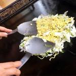 えみ - 料理写真:リズム良く 炒めていきます ♪
