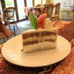 71186670 - イチジクと梨し紅茶のケーキ 420円