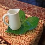 ラヴァンクール - ツタの葉のコースター