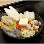 71186852 - 海鮮アヒージョ 980円 たっぷりの海鮮♪