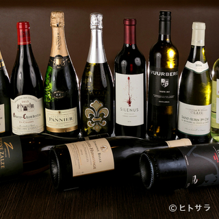 ソムリエの徳江威氏が厳選したワインで肉を楽しむ