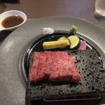 博多せいろ屋 樹々杏 - 和牛のサーロインステーキは熱々に焼かれた石板の上に乗って野菜グリルと一緒に出て来ました。
