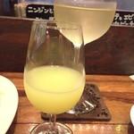 71194807 - レモンチェッロのストレート(500円)と白ワイン