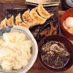肉汁餃子製作所ダンダダン酒場 - ランチメニューの餃子ライス680円