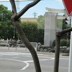 ブロンコビリー - 外観1 レストランから田県神社望む