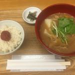 美噌元 - 豚肉と玉ねぎのとろとろ味噌汁 ご飯セット 850円