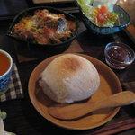 茶の子 - 茄子とトマトのオーガニックチーズ焼きのパンセット1,780円