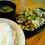 博多鉄板よかろうもん - 焼肉1枚 ¥600 + ご飯小 ¥100
