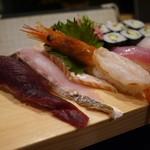 海鮮食堂 うみや - デカ握り(支払いは950円?)