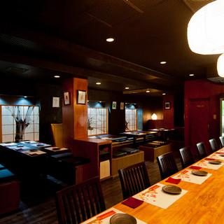 和モダンな空間で、美味しい日本酒と酒の肴をゆっくり味わう