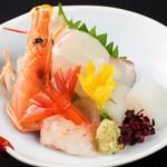 よし寿司 - コースには新鮮な魚を使った刺身も有り