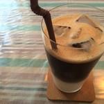 ブルーボーダーカフェ - アイスカフェラテ