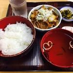 71207563 - 牛にこみ定食(600円)