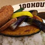 100時間カレーAMAZING - 野菜とメンチカツアップ