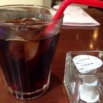 ヒッコリー - ◆アイスコーヒー(+150円)・・ミニサイズのグラスで出されます。 イリーの珈琲ですのでお味はいいですが追加料金ですので、もう少し量が欲しいところ。