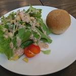 Dining Bar Faith - サラダ&ライ麦パン