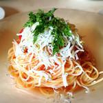 71212064 - 駿河産シラスとフルーツトマトの冷製フェデリーニ                       1,000円 夏を感じる爽やかさです。