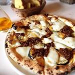 71212066 - ワイン屋さんのじっくり煮込んだ牛ひき肉と米ナスのピッツァ 1,000円 ピザ生地香ばしくひき肉しっかり米ナスさっくりチーズもっちりの多様な感覚で味わえます。
