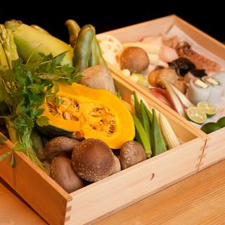 瀬戸内海、北海道からの産地直送の新鮮な食材を主に使用
