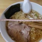 地鶏ラーメン たつ屋 - 醤油ラーメン650円 丼の直径21cm