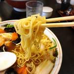 綿徳 - 麺がおいしい!たまご感ハンパないモチッとした麺です。スープとのバランスいいですね。スープのとろみコーデ❤︎