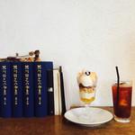 コマグラ カフェ - 白桃のパフェ