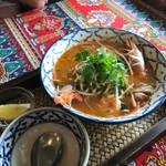 ワルン ジャムカレット - トムヤムクンのスープが絶品です