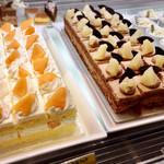 ビタースイーツ・ビュッフェ - 夕張メロンショートケーキ、チョコレートショートケーキ
