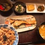 つる来 - 日替わり定食(鮭の麹焼き)