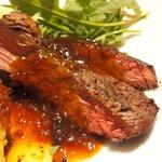 71223143 - メイン2種盛り 1500円 の本日の牛肉のグリル、鶏胸肉の香草パン粉石窯ロースト盛り合わせ