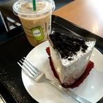 スターバックス・コーヒー - 本日はソイラテとクッキー&クリームシフォンケーキ頂いました(〃)´艸`)オイシー♪