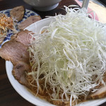 ラーメン とんとん - 料理写真:とんとんネギチャーシュー麺、ネギ量が凄い