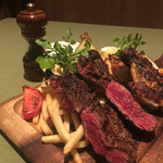 37 QUALITY MEATS - リブロースステーキ、大山鶏のグリル